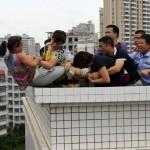 Sheng Fi from Zhanjiang (Guangdong) saved from throwing herself through building rooftop