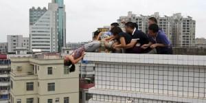 Sheng Fi from Zhanjiang (Guangdong) tries to commit suicide
