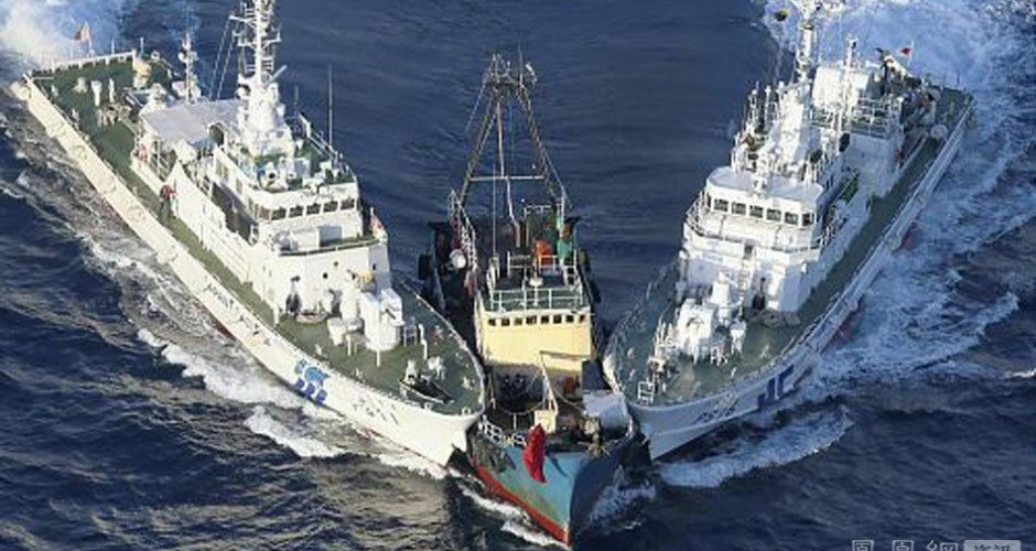 Chinese boat surrounded by japan coast guard vessels