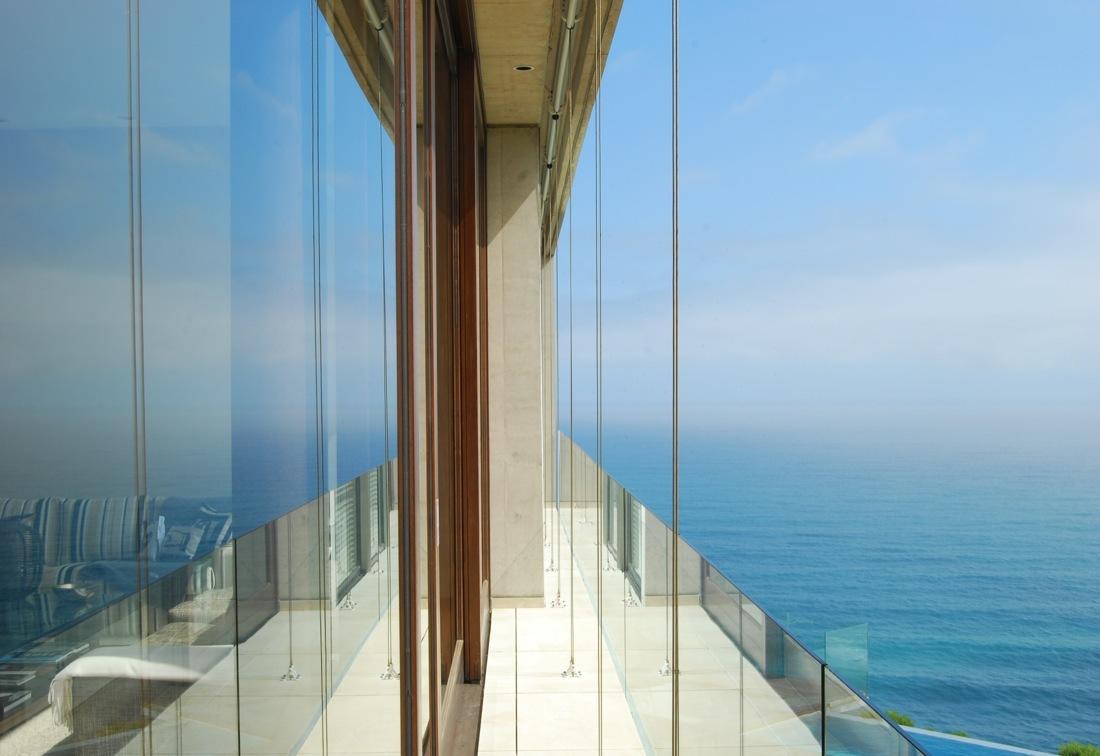 Cantagua House by Daniela Uribe Architects balcony side