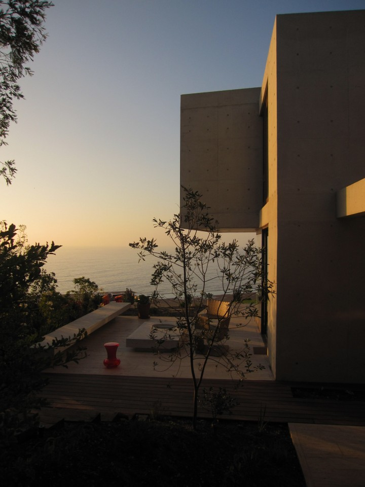 Cantagua House by Daniela Uribe Architects west facade