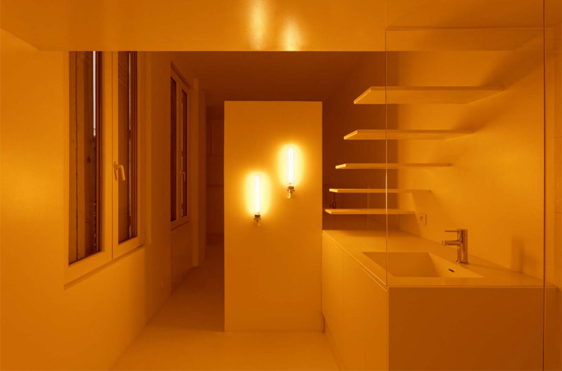 Spectral Apartment, monochrome light for shower view